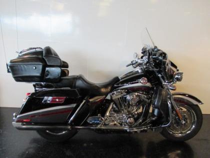 Harley-Davidson FLHTCUSE CVO SCREAMING EAGLE ULTRA