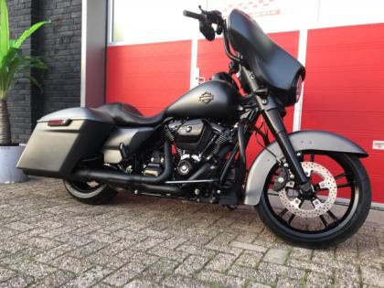 Harley-Davidson Tour 107 FLHXS Street Glide Special Matgrijs